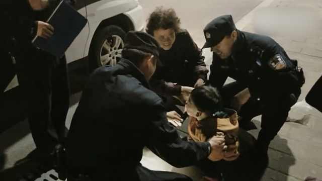 迷路男童见警察大哭,大妈:他是好人
