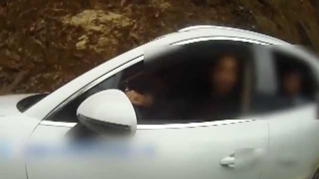 男子无证驾驶,车上其他人都有驾照
