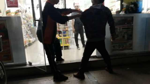 他便利店盗窃被抓,还回喝过的饮料