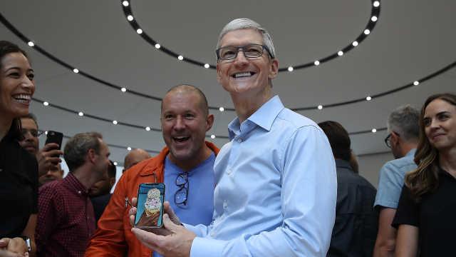 库克:全球生产,但苹果还是美国制造