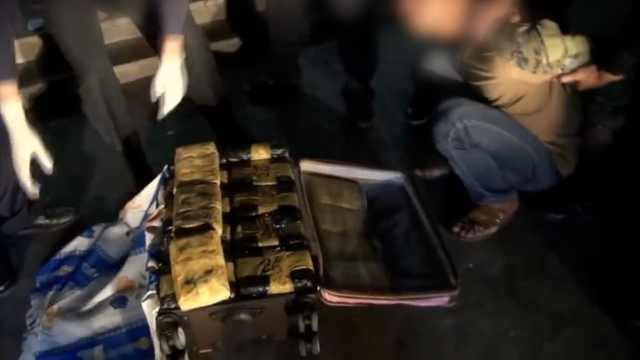 50斤冰毒藏行李箱,民警震惊:我的天