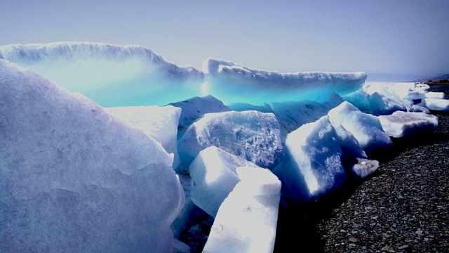宛若童话!赛里木湖现蓝冰奇观
