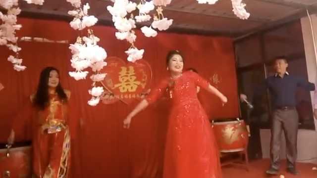 新娘婚礼上热舞助兴:被朋友