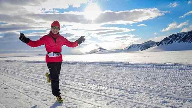 北极跑马拉松!中国女跑者拿了冠军