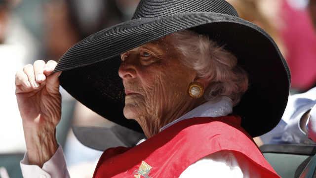 老布什夫人逝世,生前是铁杆棒球迷
