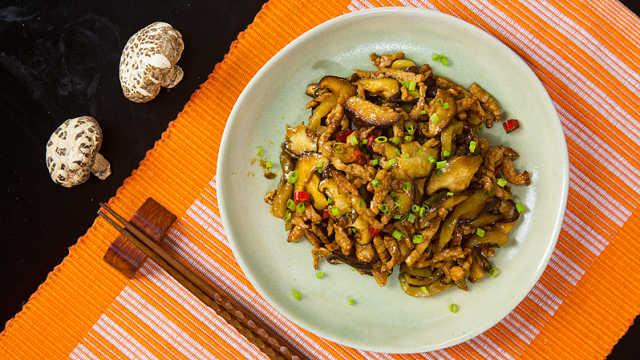 美滋滋的榨菜香菇炒肉丝