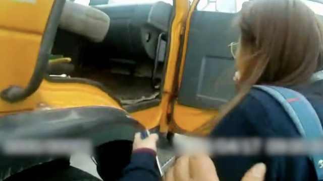 心都化了!女司机哭求民警