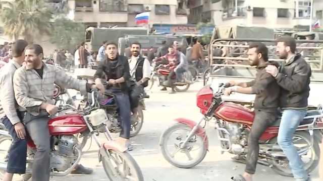 俄媒:俄军在叙巡逻,民众热烈欢迎