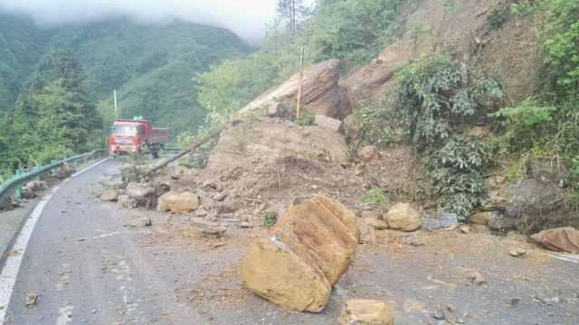 大雨致山体滑坡,湖北鹤峰交通中断