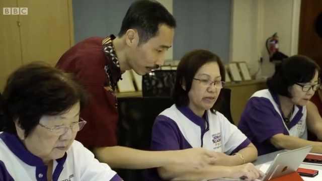 新加坡900多老人学编码,最老80岁