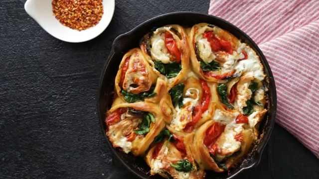 美味的西红柿芝士披萨,自制披萨饼