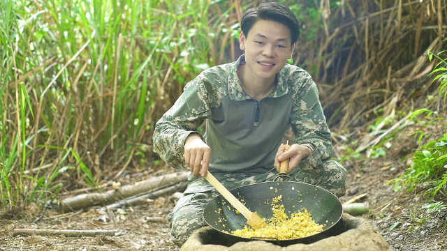 黄金菠萝炒饭,怎么吃都不会腻!