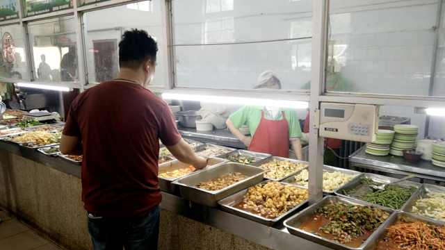 大学食堂6年不涨价:荤菜2元素菜1元