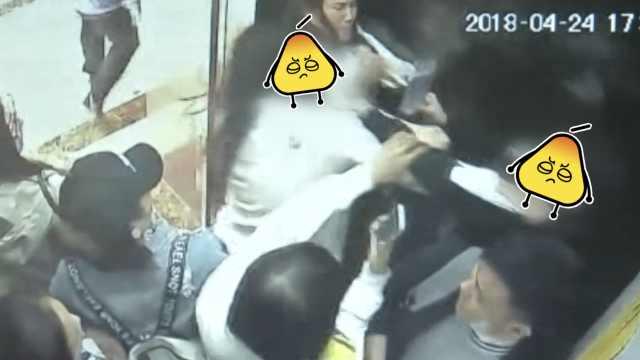 下班电梯太挤被踩脚,2女子当场互殴