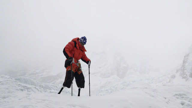 43年终圆梦!69岁无腿老人登顶珠峰