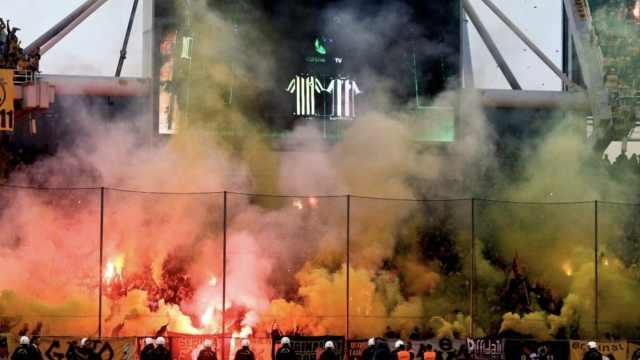 希腊球迷暴乱,烟火袭警致8人受伤