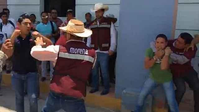 意见不同,墨西哥选民现场大打出手