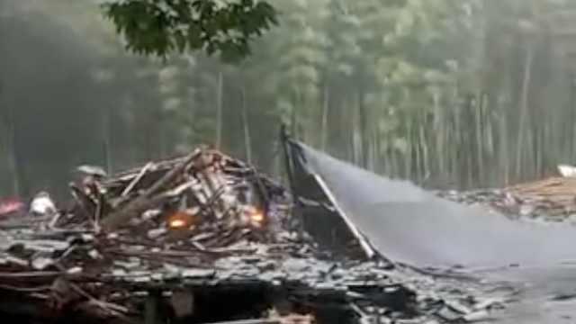 温州遭强降雨,木廊亭倒塌致1死9伤