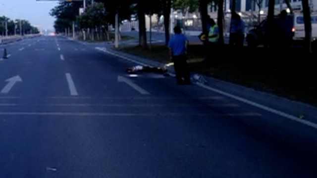 醉汉凌晨睡马路,遭大货车碾轧致死