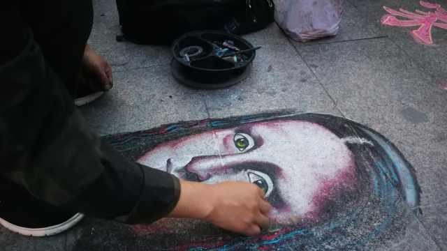 他街头画蒙娜丽莎:乙肝不好找工作