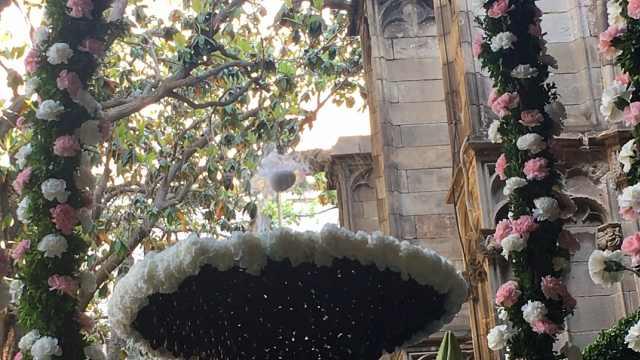 喷泉顶鸡蛋?节日习俗象征生命重生