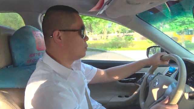司机6年爱心送考:先送考生再送孩子