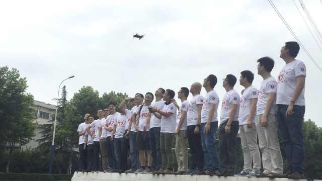 毕业10年他们无人机拍照:都长胖了
