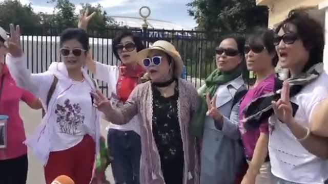 中国大妈团亮相世界杯:我们来了!