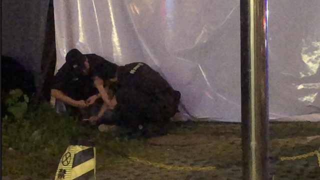 男子企图撞车轻生,警民成功救下