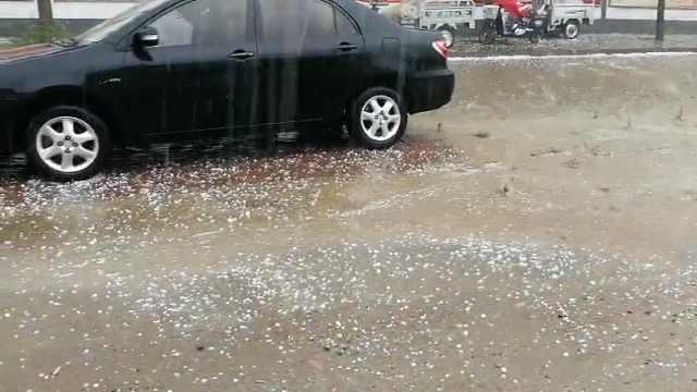 北京遭遇强对流天气!多地区下冰雹