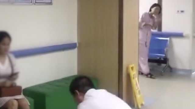 更换床位引冲突,他对患者下跪致歉