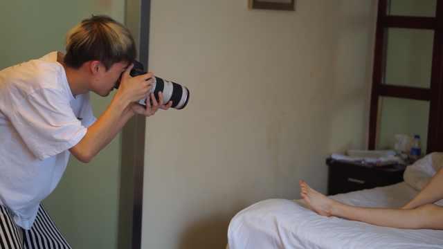 男生创业为女模拍私照,女友当助手
