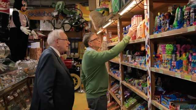 巴菲特和盖茨逛糖果店,满满回忆杀