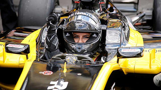 沙特解除女性驾车禁令,她开F1庆祝