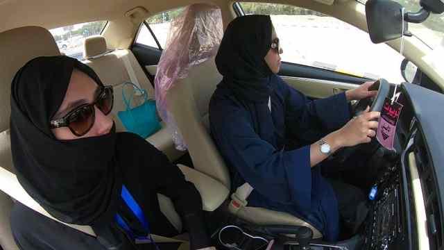 沙特解除女性駕駛禁令:女司機來了