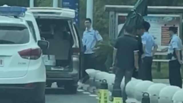 男童被遗忘车内4小时身亡,警方介入