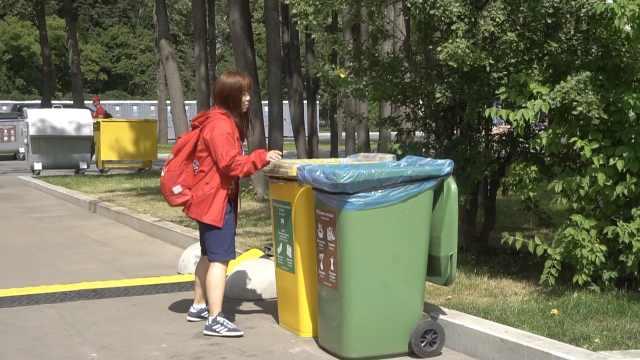 志愿者:中国球迷座位下没什么垃圾