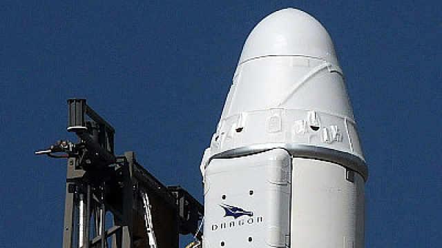 SpaceX载人龙飞船完成安全着陆测试