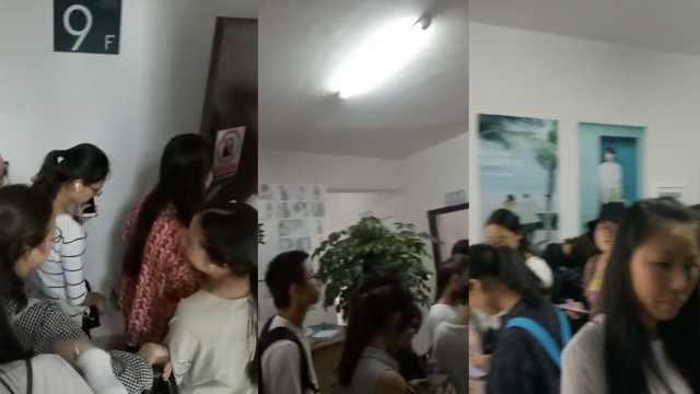 相馆收押金后跑路,800名学生被骗