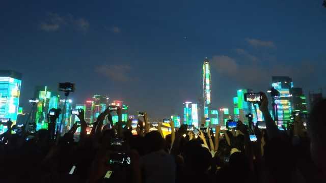 人山人海!深圳灯光秀堪比演唱会