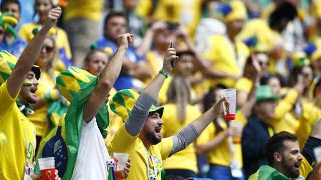 幸灾乐祸!巴西球迷高唱:梅西再见