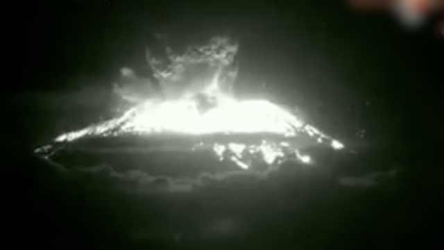 巴厘火山再喷发,岩浆流到2公里外