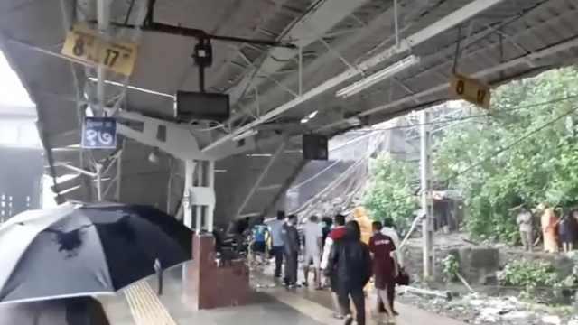 天桥垮塌,孟买最繁忙火车站停运