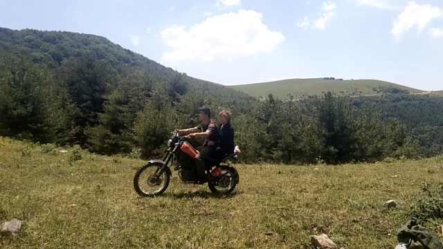 结婚11年纪念日,他骑摩托带妻1日游