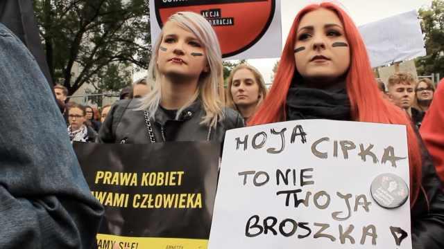 波兰数百人抗议政府严格禁止堕胎