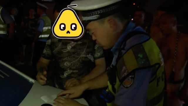 的哥酒驾被查,不掏证件先掏钱