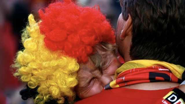 遗憾败给法国,比利时球迷伤心飙泪