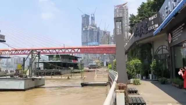 洪峰将至!网红重庆滨江商铺急撤离