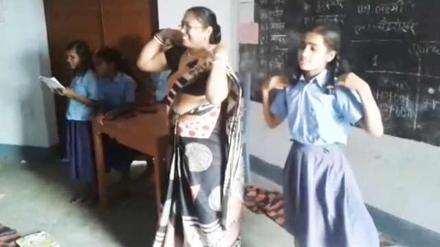 这印度学校采用歌舞教学,出勤率高!