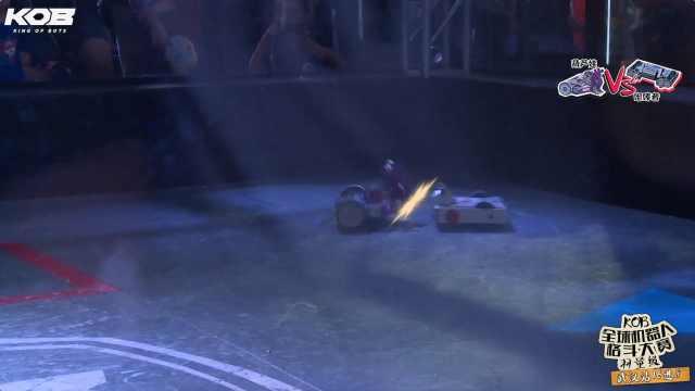 """格斗机器人""""葫芦娃""""实力战胜对手"""